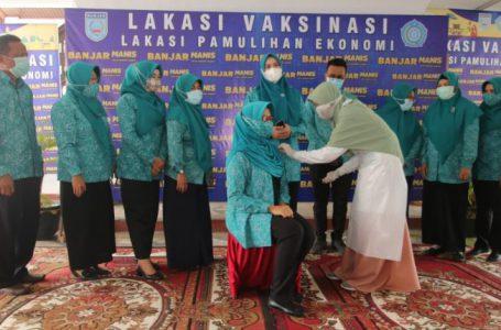 Anggota TP PKK Kabupaten Banjar Jalani Vaksinasi Tahap II